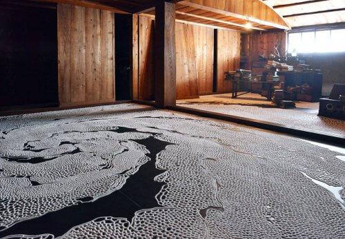 現代美術アーティスト・山本基が瀬戸内国際芸術祭2016に参加。塩のインスタレーションを高見島の古民家で滞在制作。